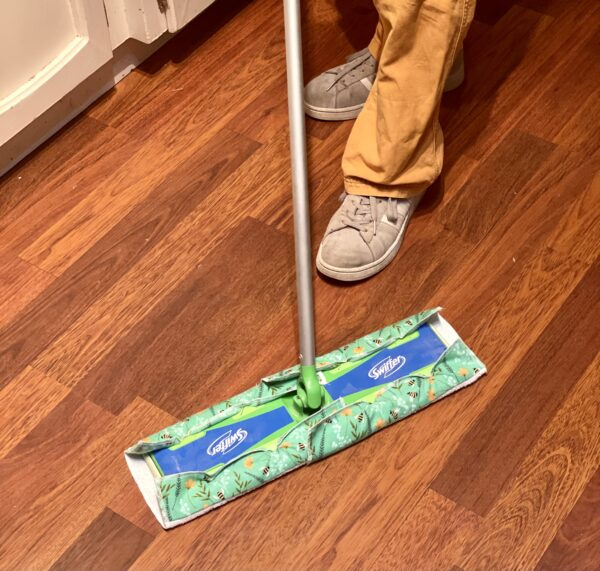 Cheerful bees wet mop pad